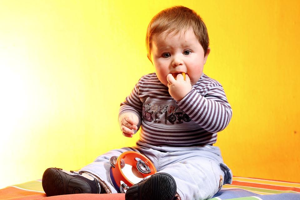 https://pixabay.com/photos/bebe-child-i-am-a-student-1062986/